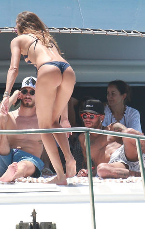 Neymar, Izabel Goulart and Kevin Trapp -- Partying On Yacht in Brazil