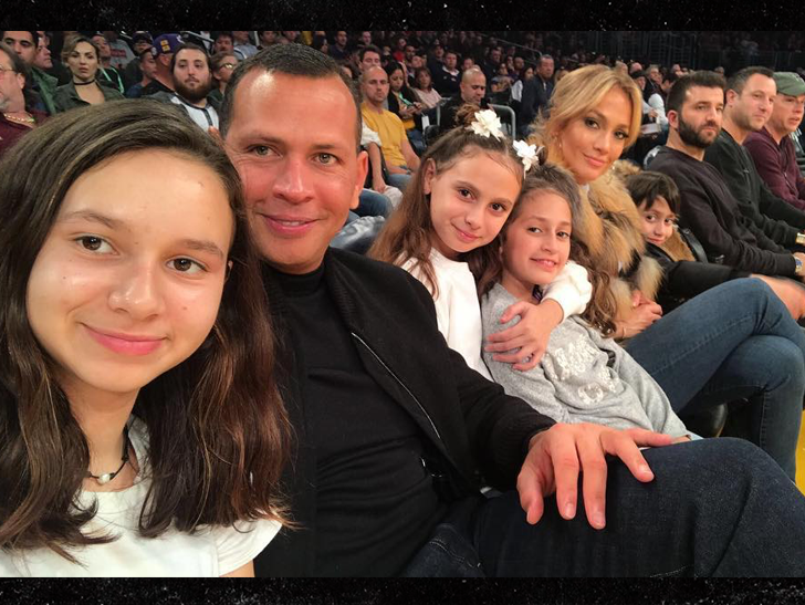 Jennifer Lopez Alex Rodriguez Take Kids To Lakers Game