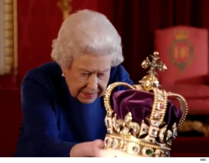 Queen Elizabeth Shocked at Heavy Crown as She Struggles to ...