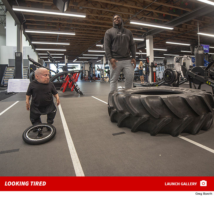 e90e3f7287a51 Verne Troyer ain t messing around when it comes to his 2018  FitnessGoals  ... CRUSHING the weight room with NFL prospect Du Vonta Lampkin!