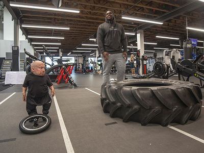 Verne Troyer Flexes Mini Muscles in Weight-Room Sesh with NFL Prospect