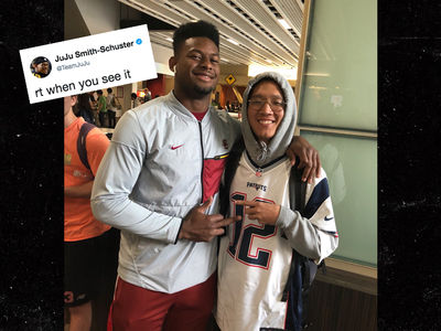 JuJu Smith-Schuster Flips Off Pats Fan In Tom Brady Jersey
