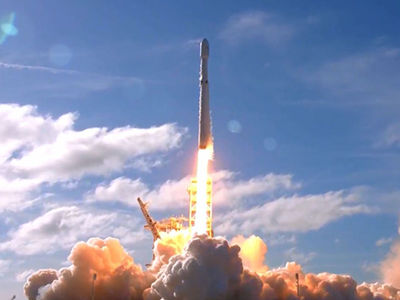 SpaceX Launches Powerful Falcon Heavy Rocket