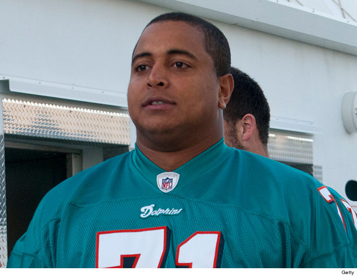 Ex Nfl Player Jonathan Martin Who Was At The Center Of The Miami Dolphins Bullying Scandal Has Been Detained By Police After He Allegedly Posted A