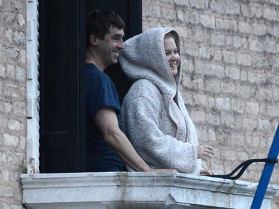 Amy Schumer and Her Husband Enjoy Honeymoon in Italy