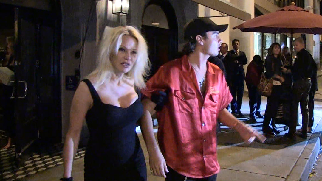 Pamela Anderson S Son Brandon Lee I Love My Dad Tmz Com