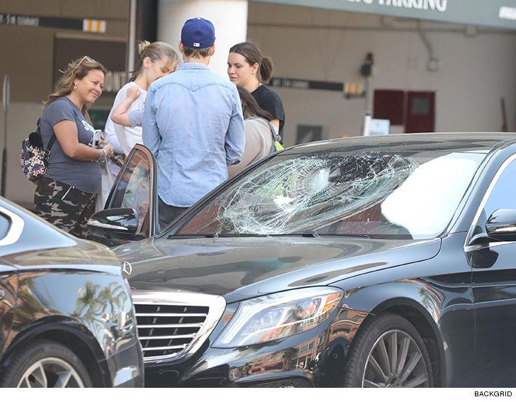 jaime king distraught after attacker smashes car windows tmz com rh tmz com