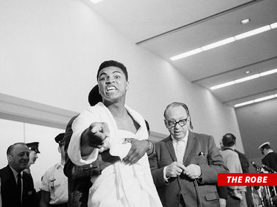 Muhammad Ali's Robe from Historic 'Phantom Punch' Fight to Hit Auction Block