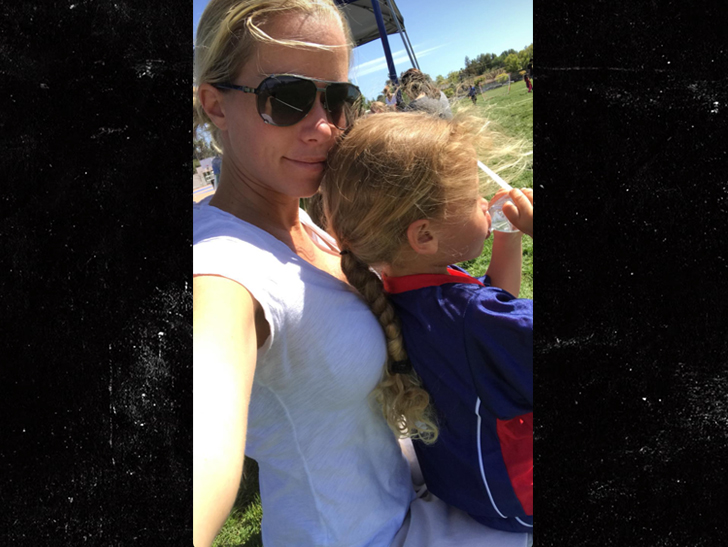 Kendra Wilkinson and Hank Basket came together over the weekend days after she filed for divorce.
