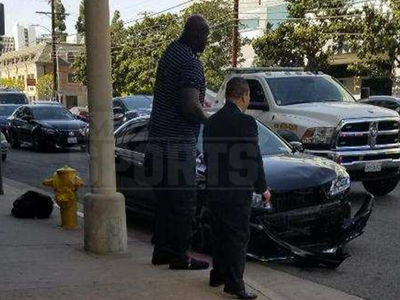 Shaquille O'Neal On Scene of Car Crash as a Good Samaritan