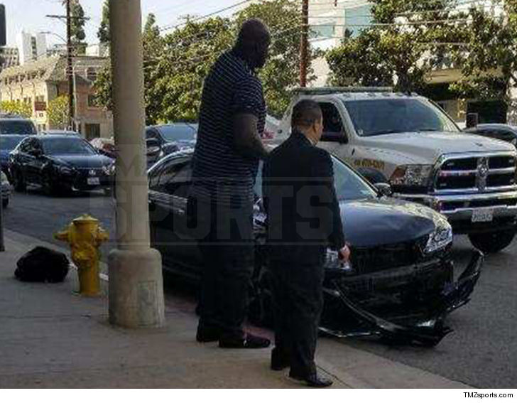 Shaquille O Neal Saw Potential Danger And Decided He Needed To Help After Spotting A 2 Car Wreck Friday Afternoon