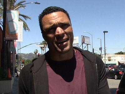 Tony Gonzalez Says Dez Bryant Should Sign With Patriots