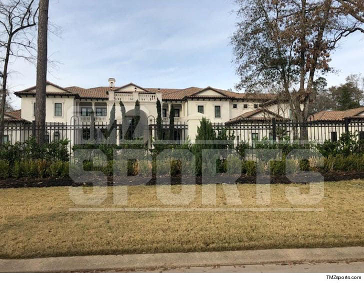 Lookin' for a big ass house with 14 bathrooms? Hit up Chris Paul's realtor ... 'cause the Rockets star just put his Houston mansion up for sale .