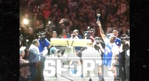 Meek Mill Gets Insane Ovation at Sixers Game…