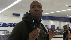Kenny Smith In 'Courting Stages' for NY Knicks Job