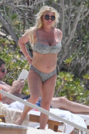 Jessica Simpson And Eric Johnson Beachin' In The Bahamas