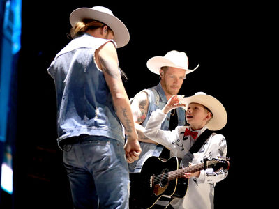 Yodel Kid Mason Ramsey Joins Florida Georgia Line at Stagecoach