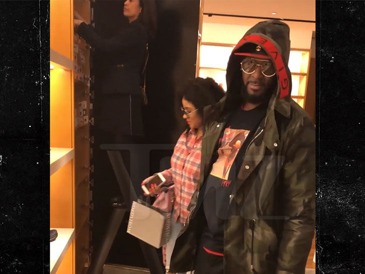R. Kelly Seen Shopping with