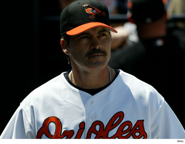 Palmeiro signs with independent team at age 53 with his son