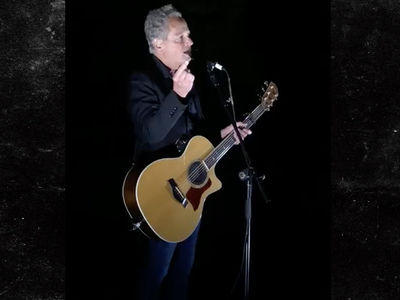 Lindsey Buckingham Says He's Been Thrown Out of Fleetwood Mac
