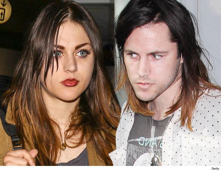 Frances Bean Cobain Settles With Ex Husband He Gets Kurts Guitar