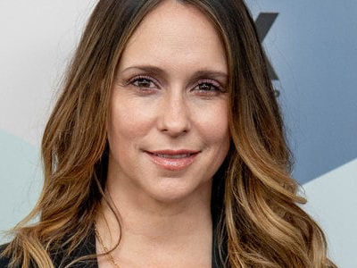 Jennifer Love Hewitt Returns to Red Carpet After Looking Like a 'HOT MESS'