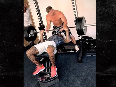 Odell Beckham Hits 315 Lbs On Bench Press, But Does It Count?!