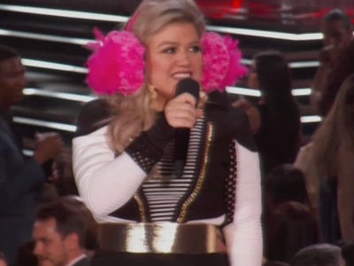 6 Times Kelly Clarkson Kept It Real AF Hosting the Billboard Music Awards
