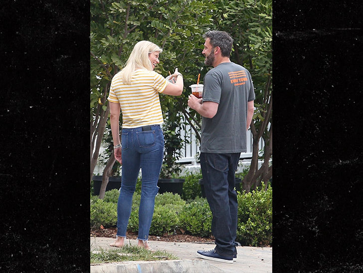 Moving Day for Ben Affleck and Lindsay Shookus at New $19 Million Home