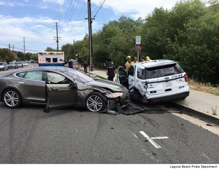 Tesla sedan in autopilot crashes into parked police auto