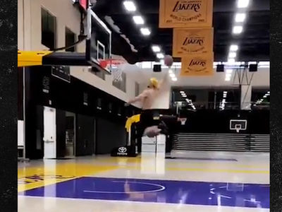 LiAngelo Ball Has Dunk Sesh At Lakers Practice Facility