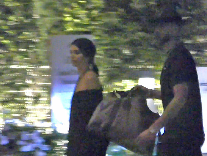 Kendall Jenner Amp Ben Simmons Hit The Hotel Together With Overnight Bag