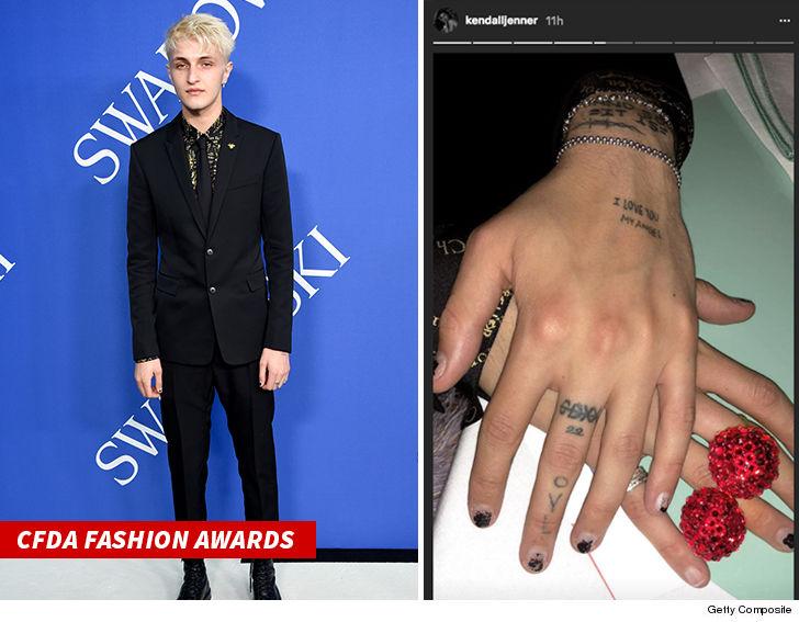 Sebelumnya Kendall Jenner memposting foto tato yang ada di tangan Anwar Hadid lho (dok. TMZ)