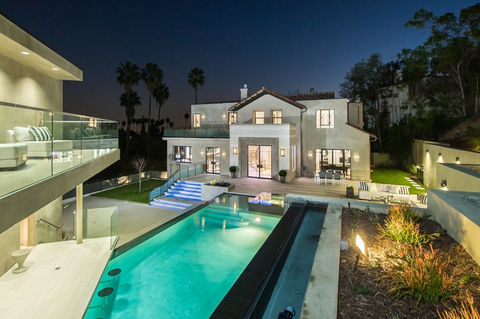 Rihanna owns this Hollywood home