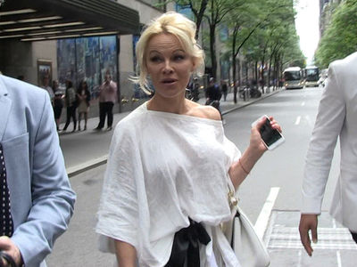 Pamela Anderson Says Trump Should Pardon Julian Assange