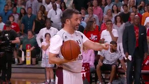 Jimmy Kimmel Trash Talks Ted Cruz in Charity Basketball Game