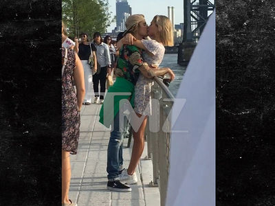 Justin Bieber and Hailey Baldwin Kissing in a Brooklyn Park