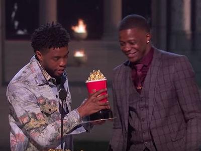 'Black Panther' Star Chadwick Boseman Hands MTV Award to Waffle House Hero
