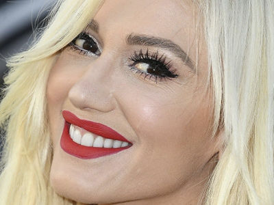 Gwen Stefani Strips Down the Makeup and Looks FLAWLESS on Vacation with Blake Shelton