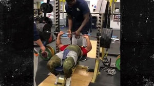 Rams Star Aaron Donald Hits 495-Pound Bench Press, No Help Needed