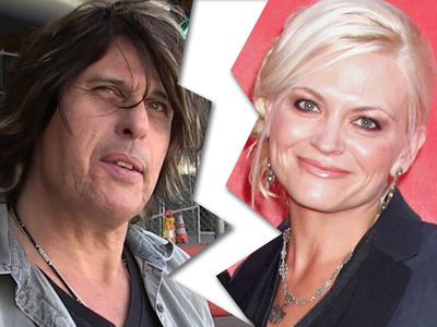Stone Temple Pilots Guitarist Dean DeLeo's Wife Files for Divorce, Alleges Abuse