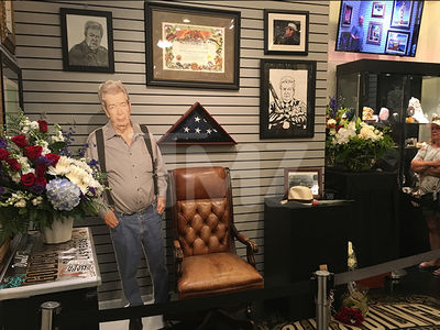 'Pawn Stars' Shop Sets Up Memorial for Late Richard 'Old Man' Harrison