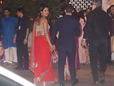 Nick Jonas and Priyanka Chopra Jet Set to India for Her Friend's Party