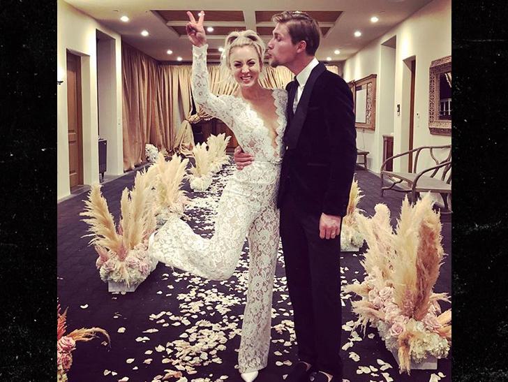 Kaley Cuoco Marries Boyfriend Karl Cook