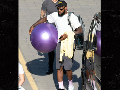LeBron James Celebrates Lakers Deal In Italy, Breaks Out the Yacht!