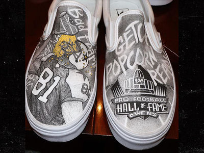 Terrell Owens Gifts Custom Shoes to Fellow HOF Class Members