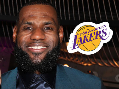 LeBron James Officially Signs His Contract with Los Angeles Lakers
