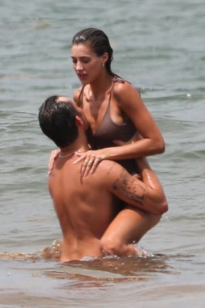 Ed Westwick And Girlfriend Makeout Sesh In Mexico ... XOXO