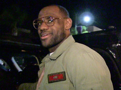 LeBron Sells Comedy Flick to Paramount, In Talks for Starring Role