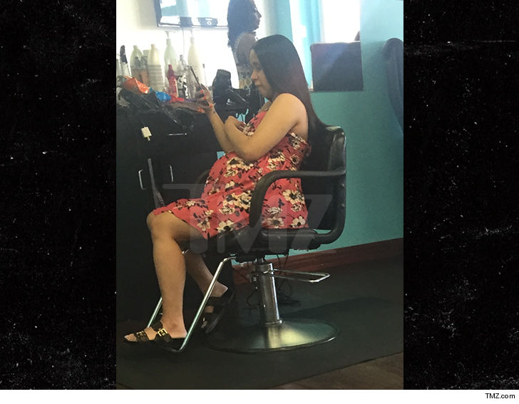Cardi Bs Babies: Cardi B Spotted At Hair Salon Day Before Giving Birth To